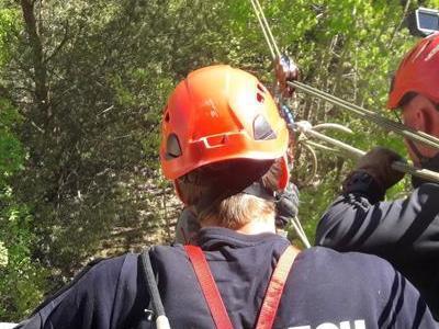 Ratownictwo wysokościowe sprawdzające stan liny